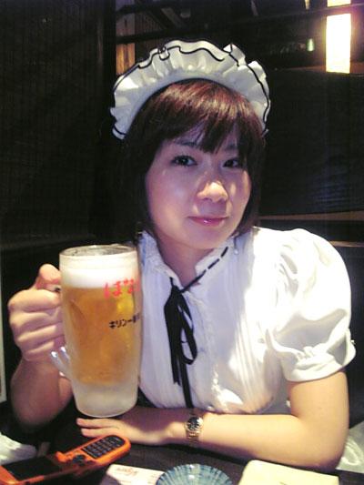 メイド服でビール