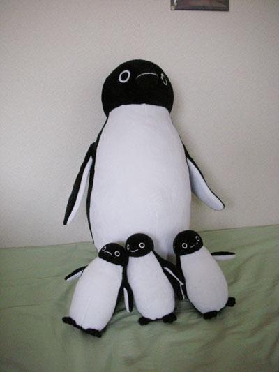 でかペンギンと子ペンギンたち