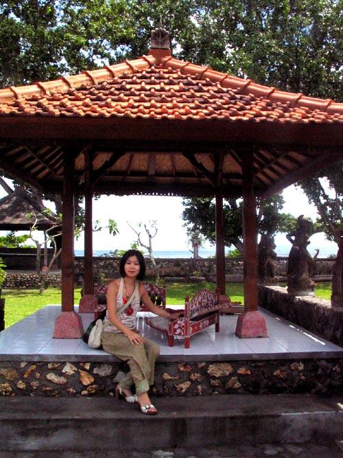 サヌールのホテルの庭